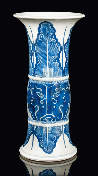 A SMALL BLUE AND WHITE VASE, G