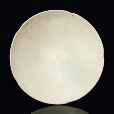 A PLAIN WHITE-GLAZED FOLIATE B