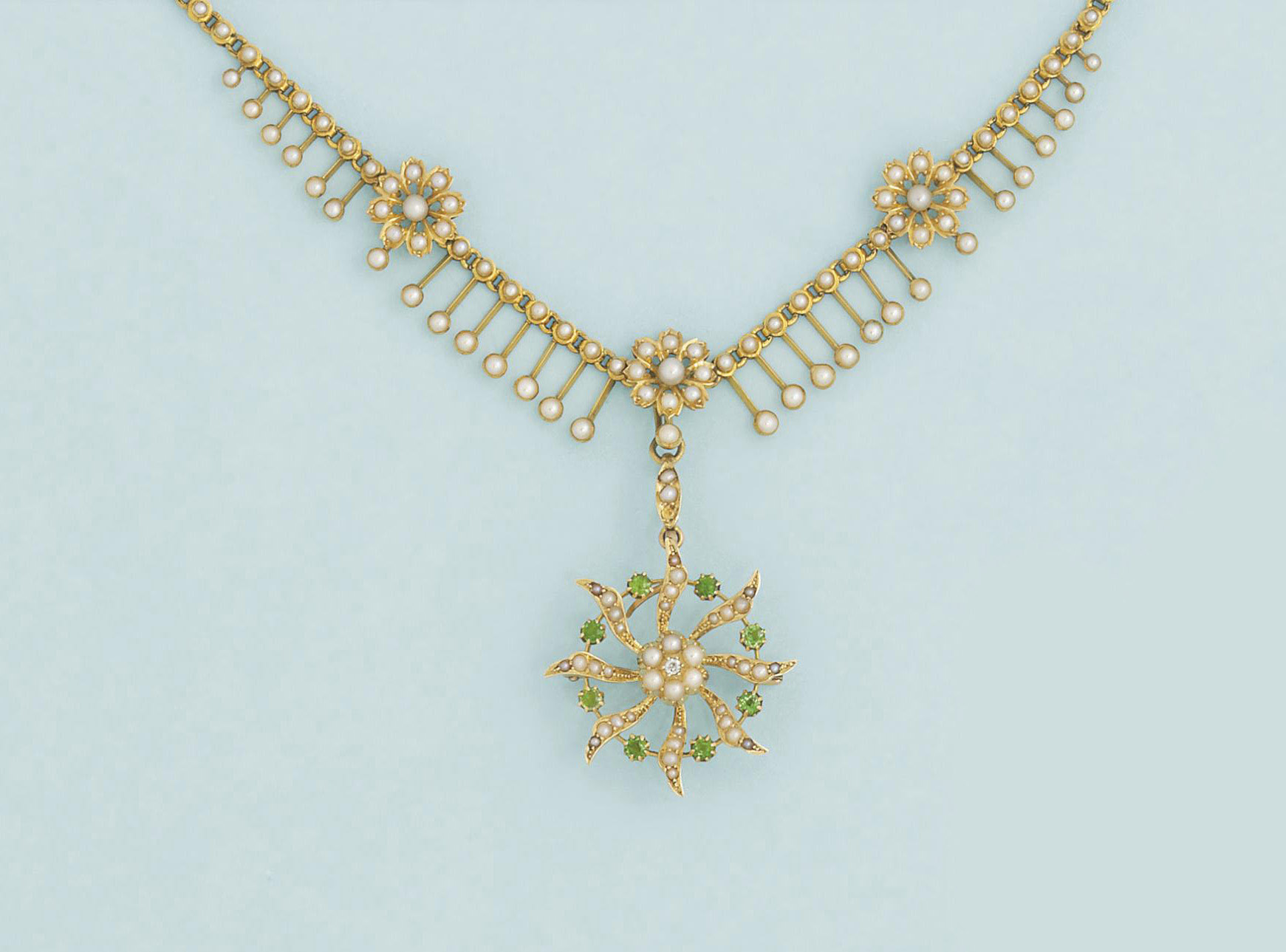 An Edwardian gold and half-pea