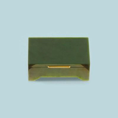 A nephrite jade vanity case, b