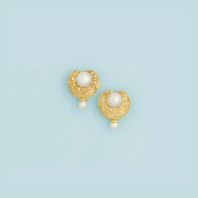 A pair of 18ct. gold cultured