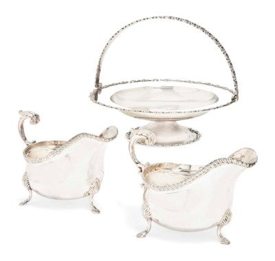 A PAIR OF SILVER SAUCE BOATS O