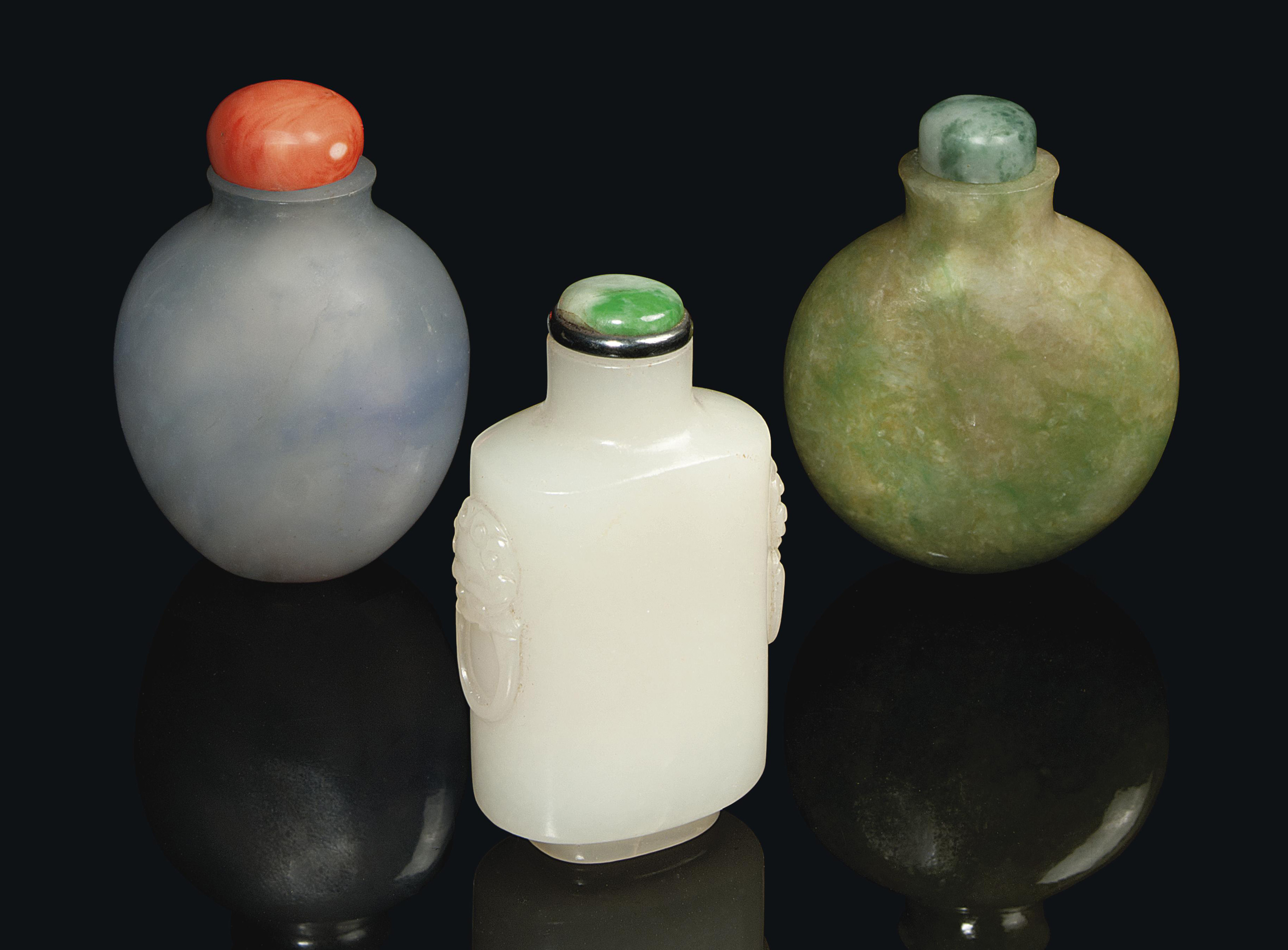 A CHINESE JADE SNUFF BOTTLE AN