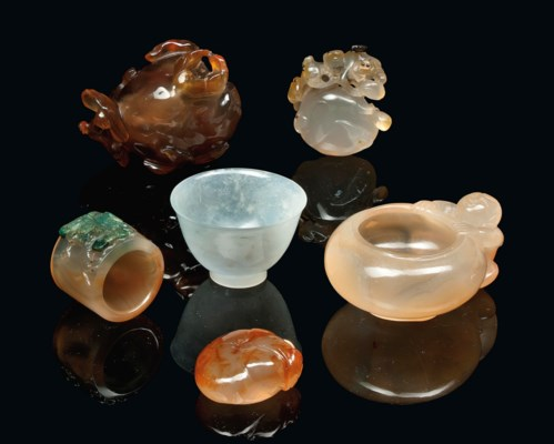 FIVE CHINESE AGATE CARVINGS AN