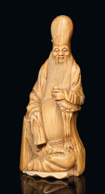 A CHINESE IVORY CARVED FIGURE