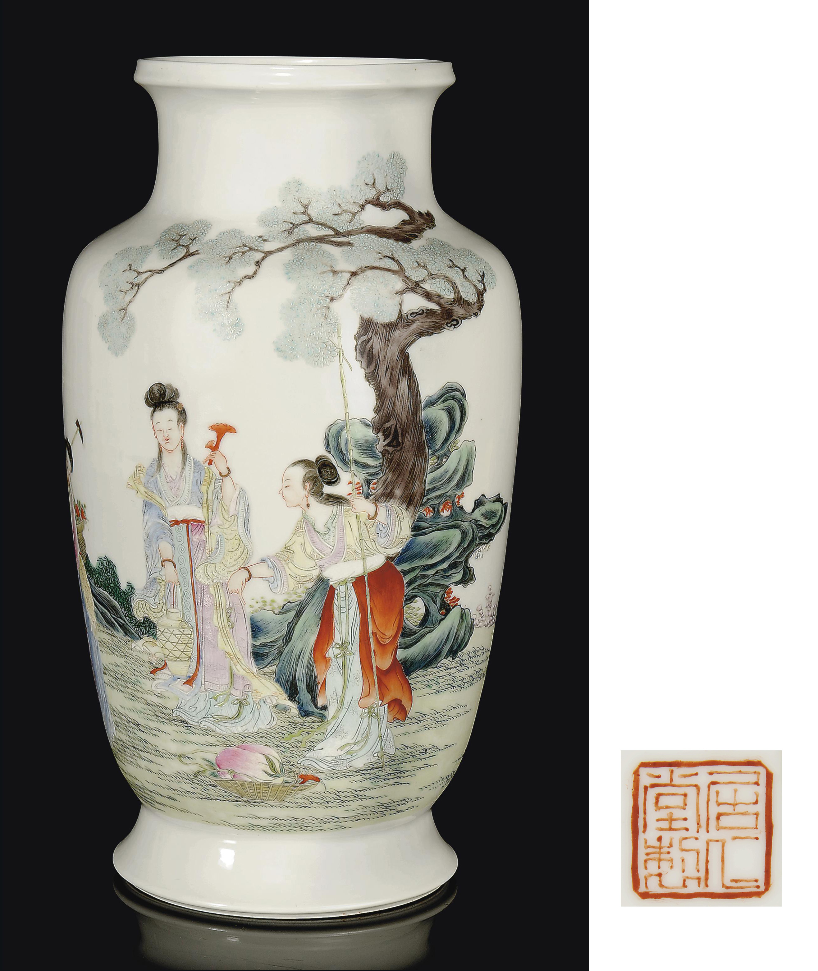 A CHINESE FAMILLE ROSE VASE