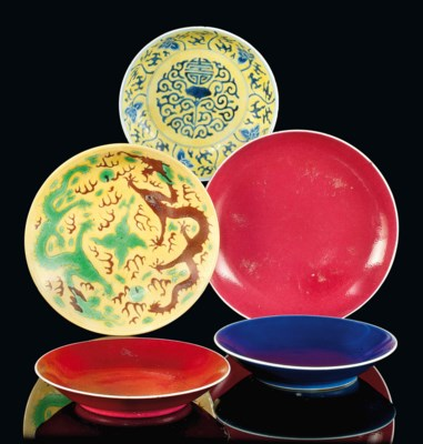 FIVE CHINESE PORCELAIN DISHES