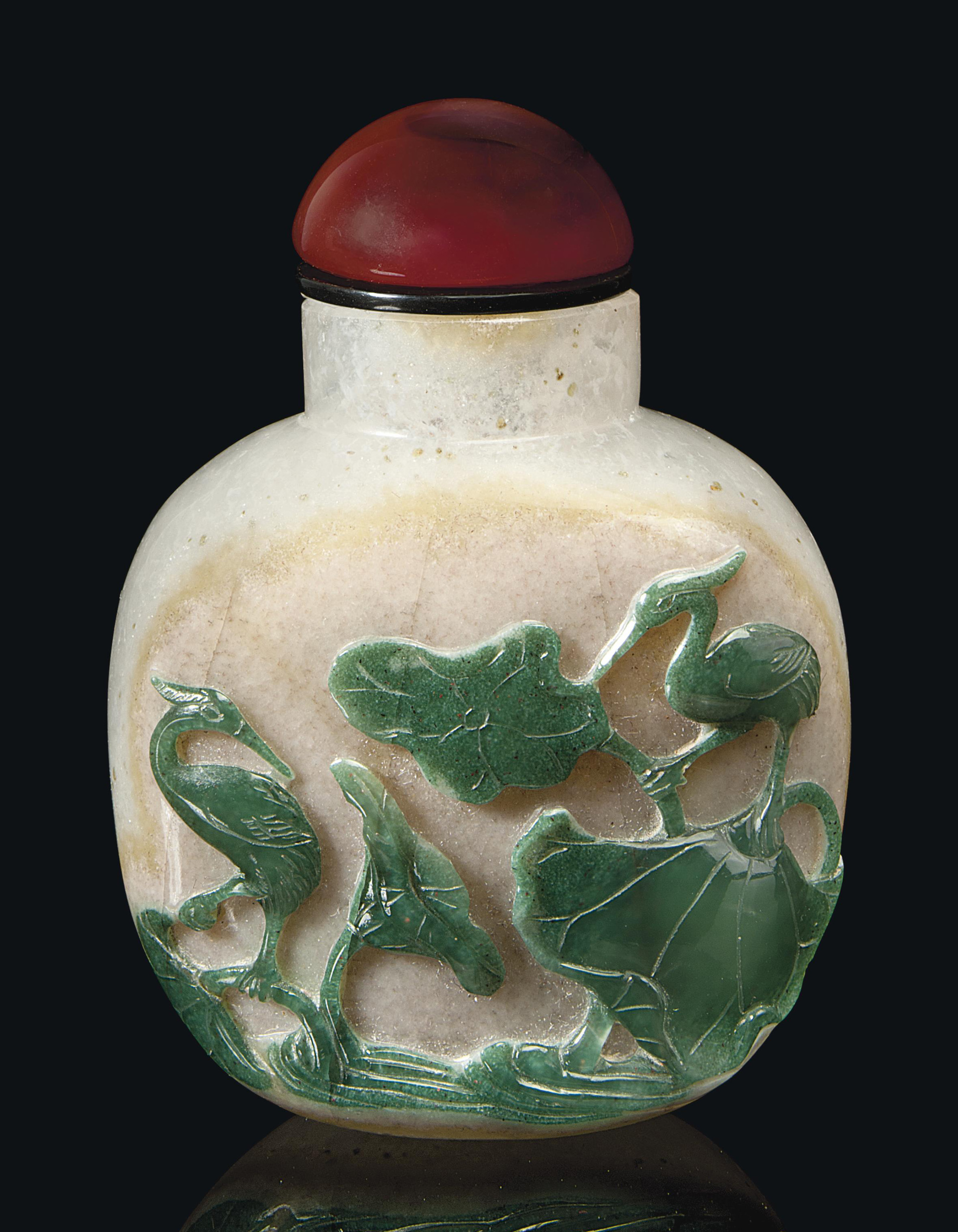 A CHINESE CARVED AGATE SNUFF B