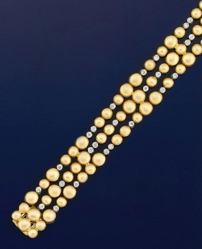 A diamond set flexible bracele