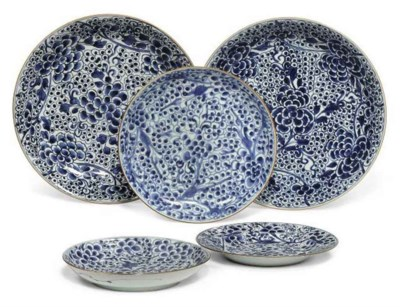 FIVE CHINESE BLUE AND WHITE 'P