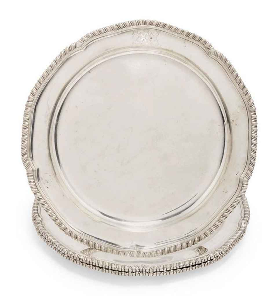 A SET OF THREE GEORGE III DINNER PLATES
