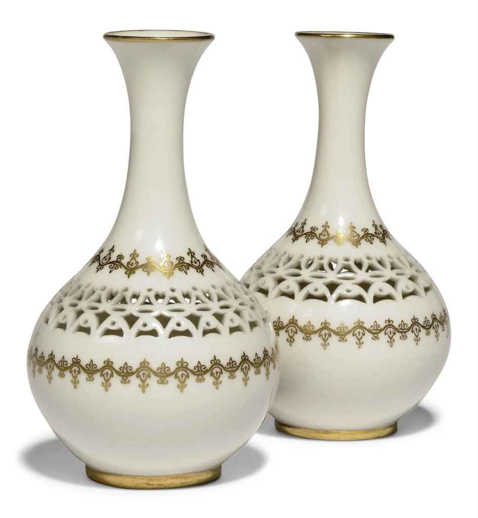 Dating royal worcester figurines