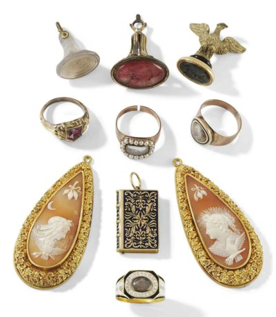 A COLLECTION OF JEWELLERY AND