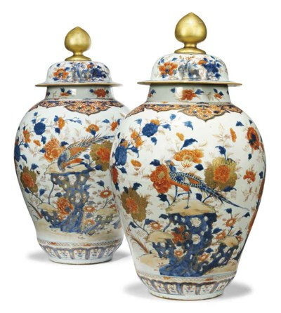 A PAIR OF CHINESE IMARI OVIFOR