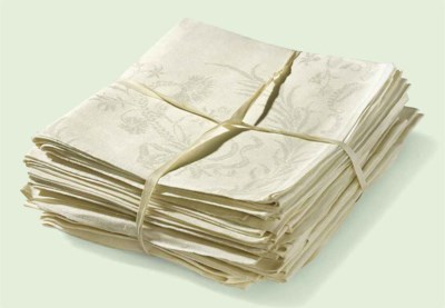 A SET OF FOURTEEN DAMASK LINEN