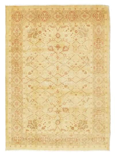 A fine modern Tabriz carpet
