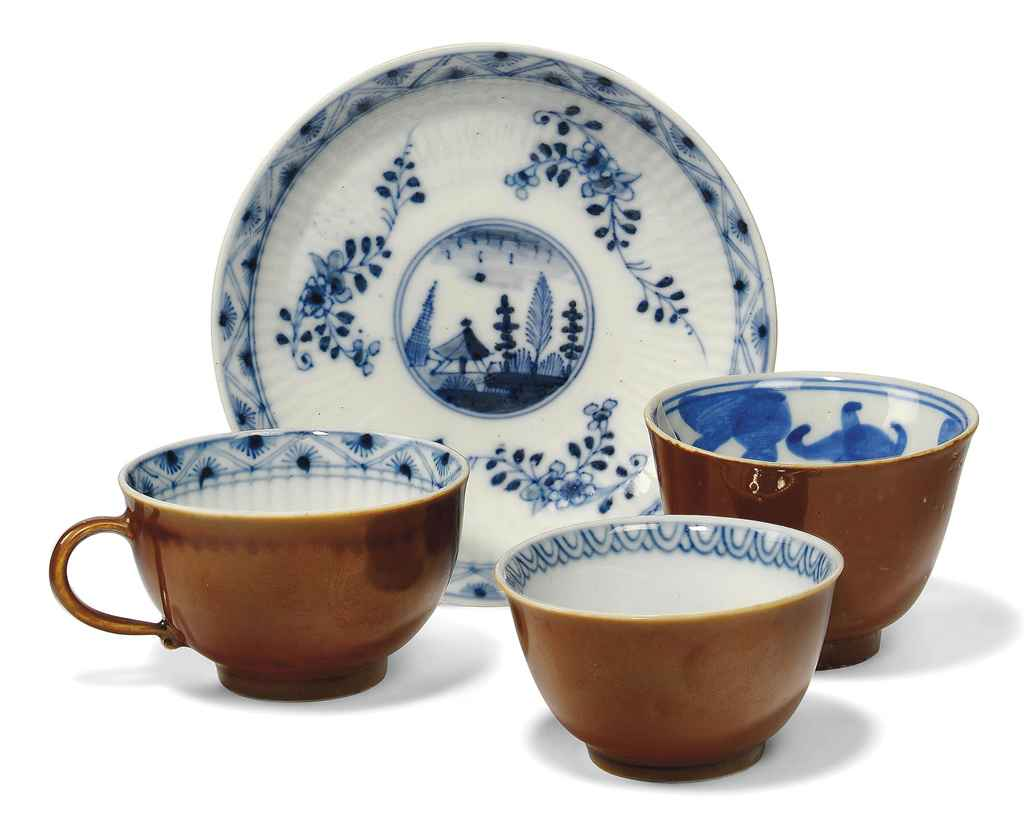 A MEISSEN BLUE AND WHITE KAPUZ