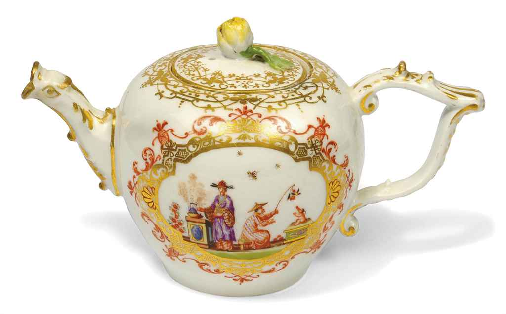 A MEISSEN BULLET-SHAPED CHINOI