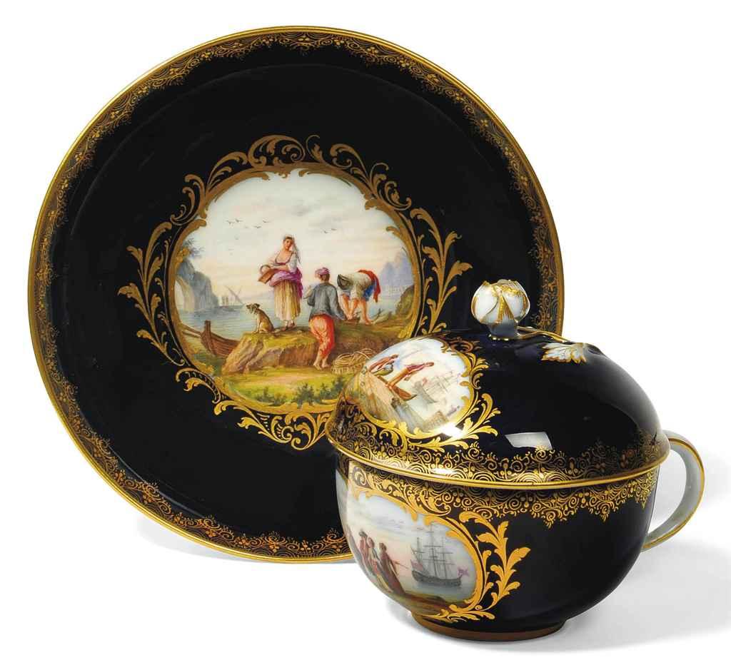 A MEISSEN BLUE-GROUND CUP, COV