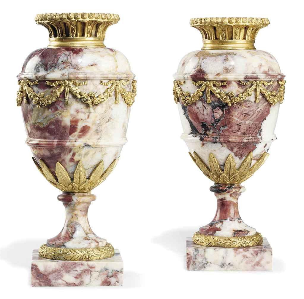 A PAIR OF FRENCH ORMOLU-MOUNTE