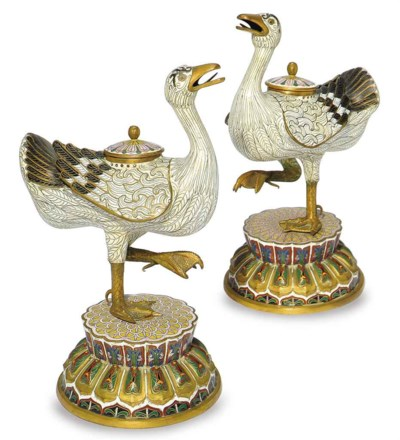 A PAIR OF CHINESE CLOISONNE IN