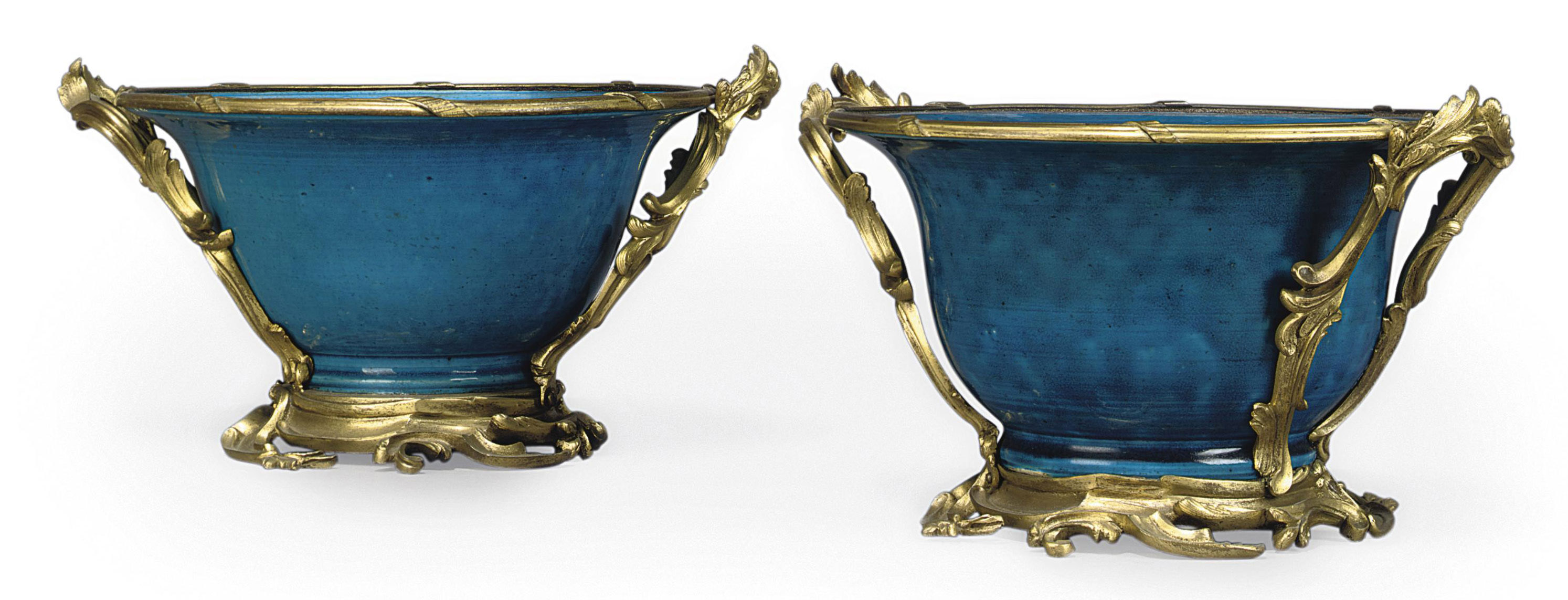 A PAIR OF FRENCH ORMOLU-MOUNTED CHINESE TURQUOISE PORCELAIN JARDINIERES