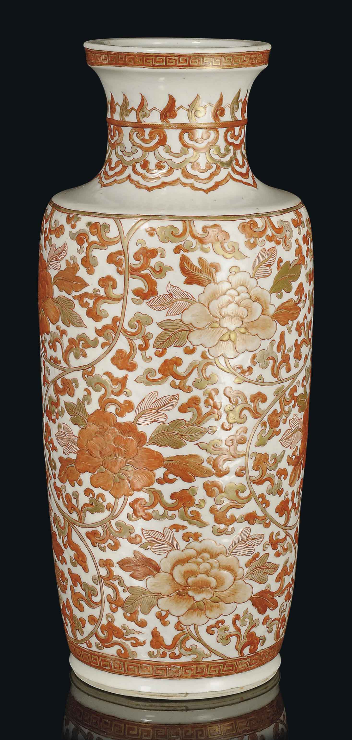 A LARGE IRON-RED AND GILT ROULEAU VASE