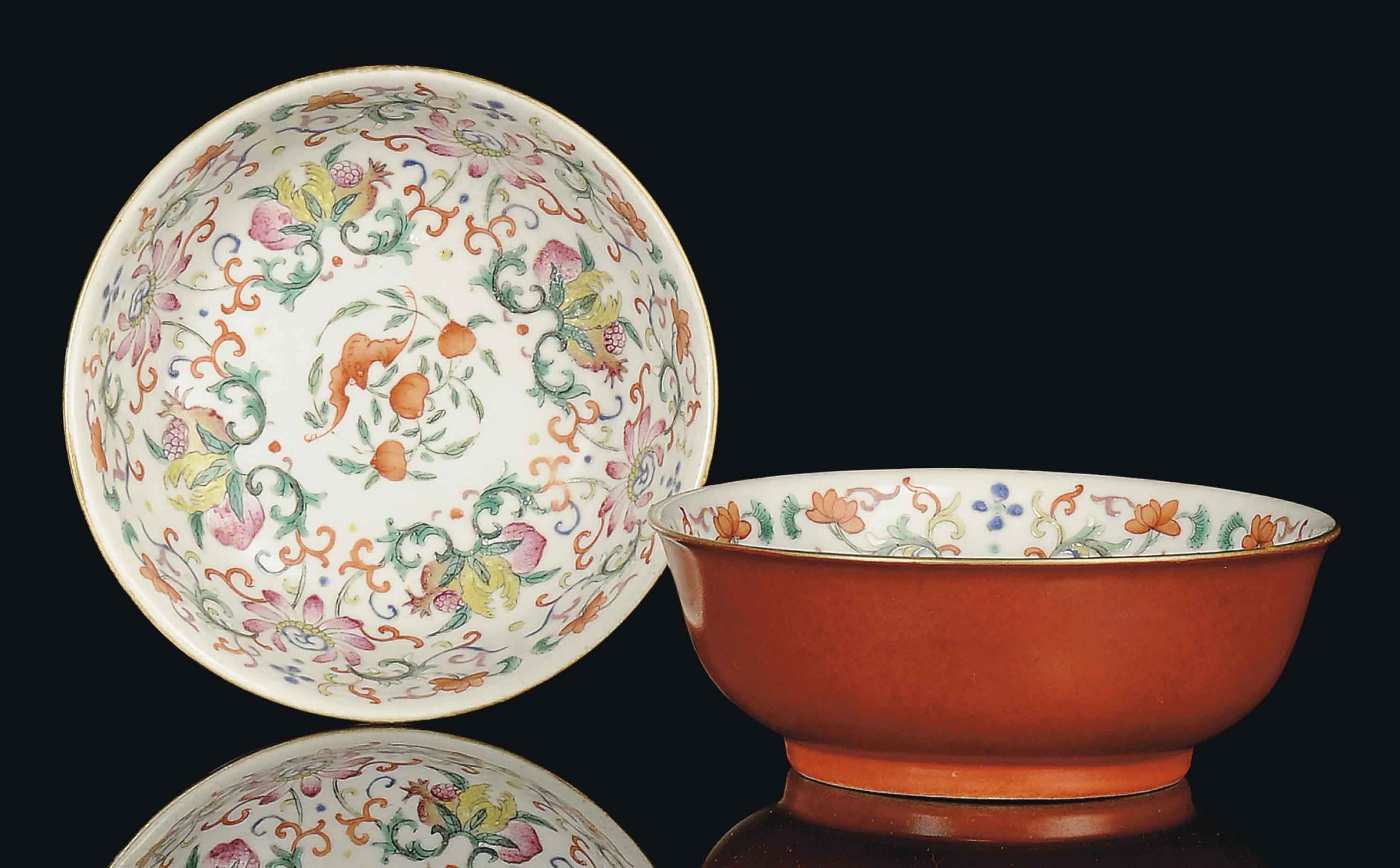 A PAIR OF FAMILLE ROSE BOWLS