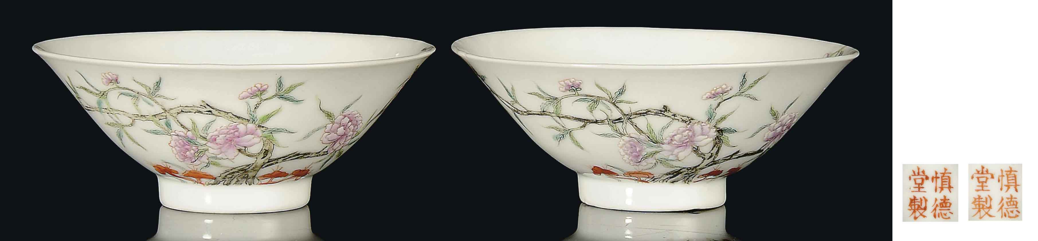 A PAIR OF FAMILLE ROSE FLARING BOWLS