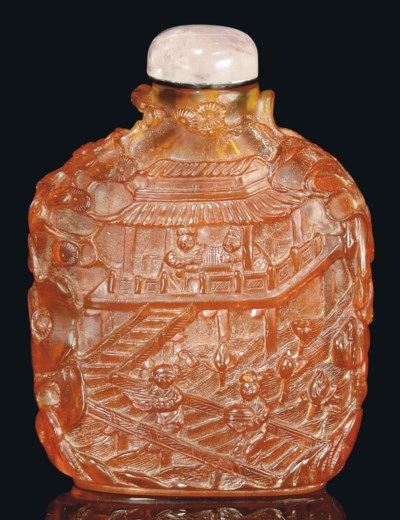 A LARGE CARVED AMBER SNUFF BOT