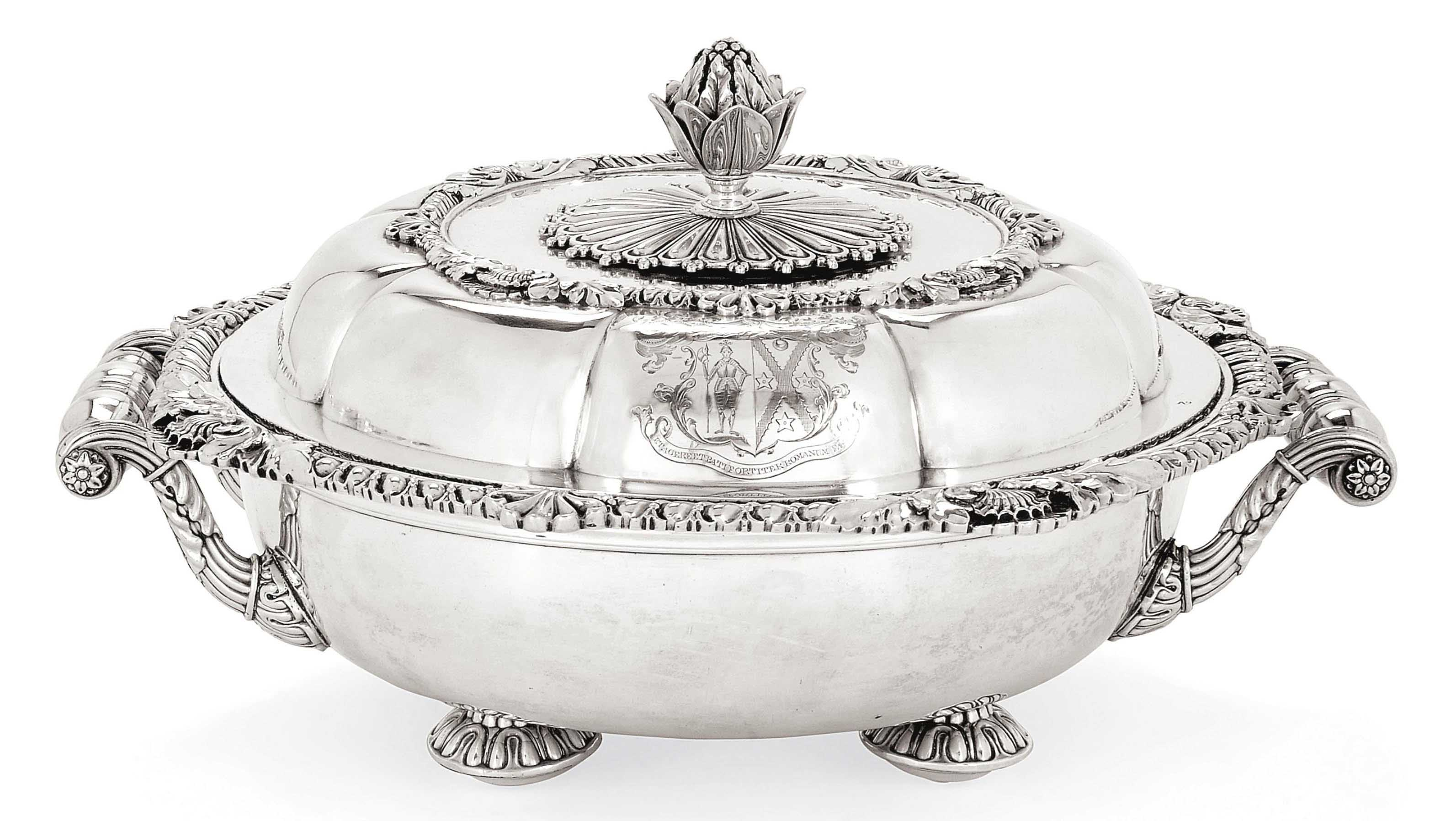 A WILLIAM IV SILVER VEGETABLE DISH & COVER ON OLD SHEFFIELD PLATE WARMING BASE