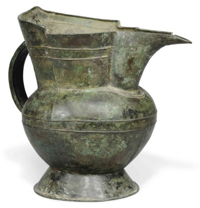 A LARGE CHINESE BRONZE PITCHER