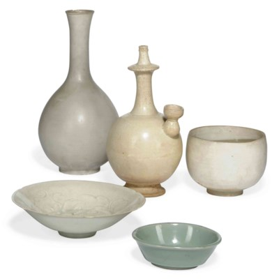 FIVE CHINESE POTTERY VESSELS
