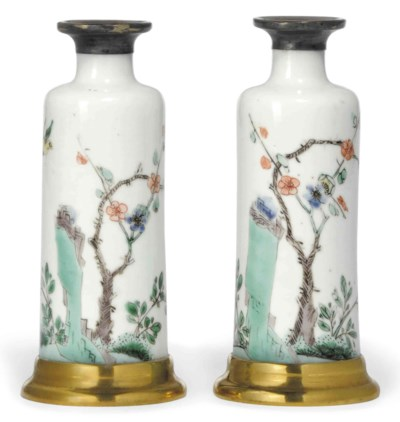 A PAIR OF SMALL CHINESE CYLIND