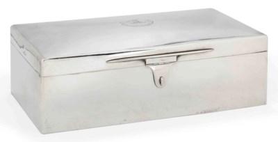 AN EDWARDIAN SILVER CIGAR BOX