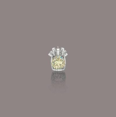 A COLOURED DIAMOND BROOCH/PEND