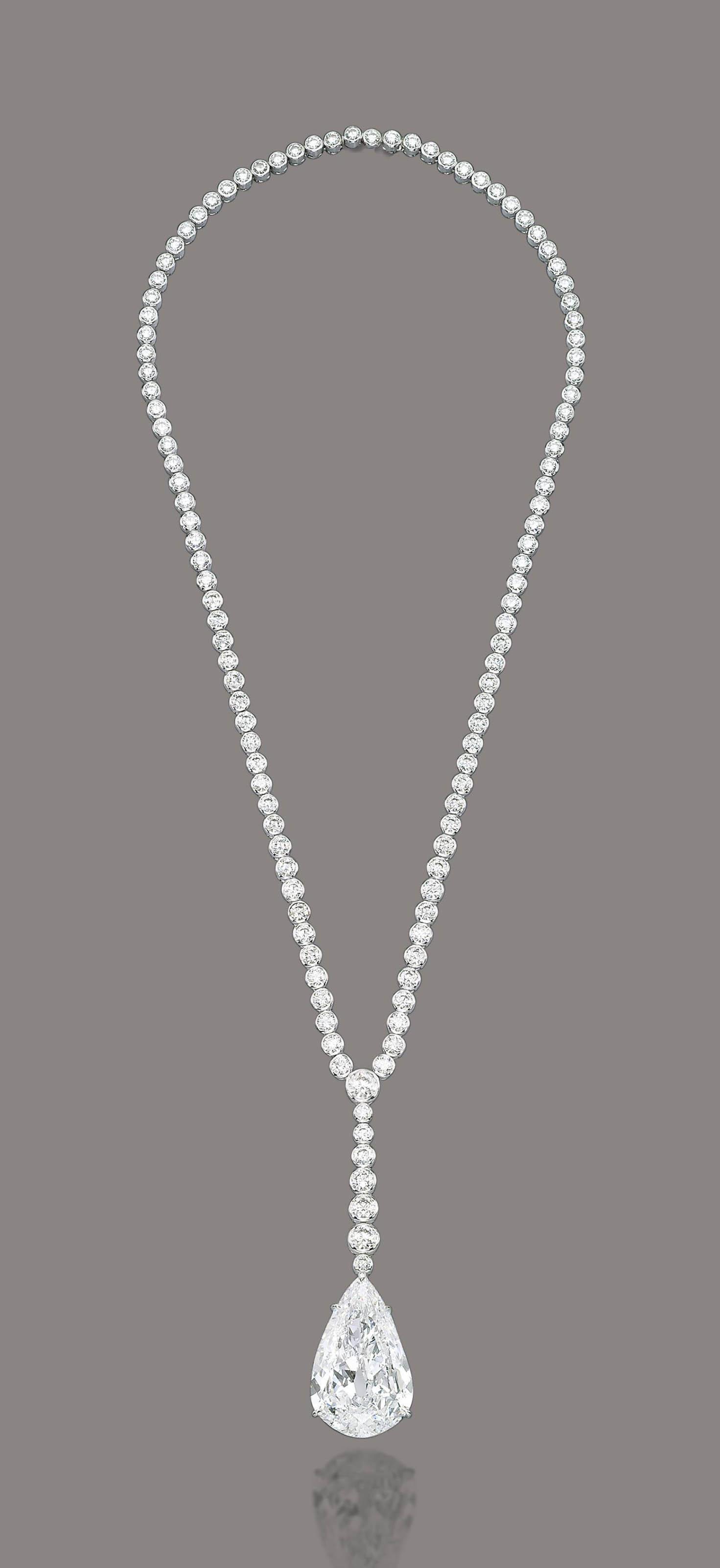A SUPERB DIAMOND NECKLACE