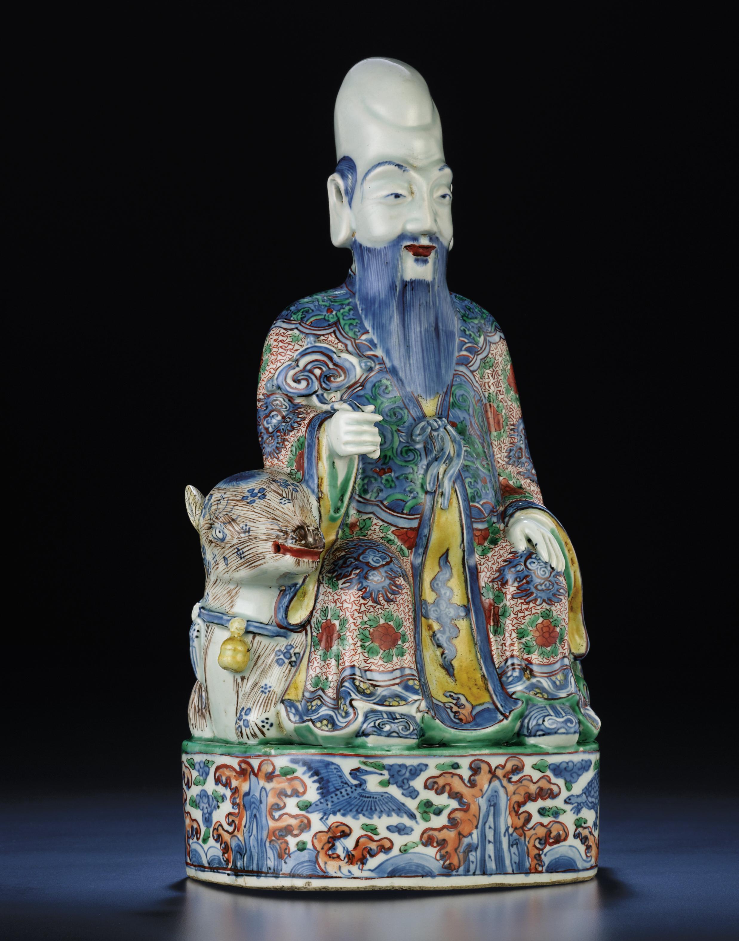 A LARGE AND RARE MING WUCAI SEATED FIGURE OF SHOULAO