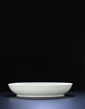 AN EXTREMELY RARE AND VERY LARGE EARLY MING TIANBAI-GLAZED C