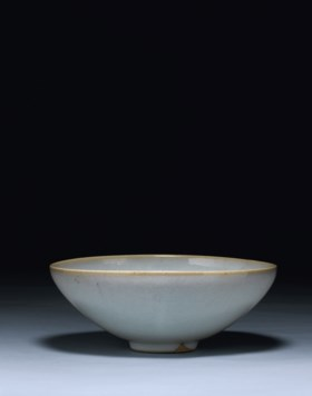 A FINE AND RARE LARGE JUNYAO BOWL