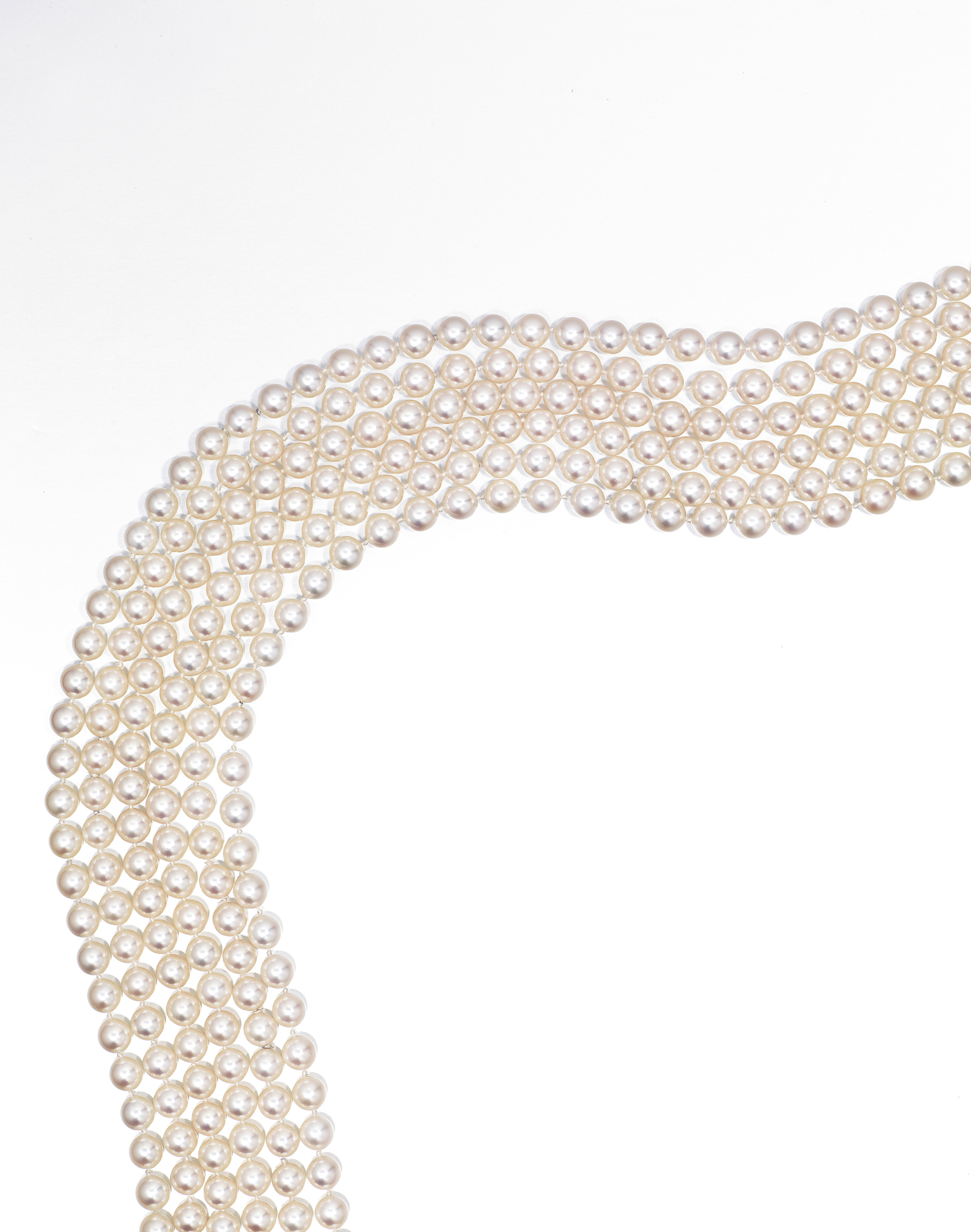 THREE SINGLE-STRAND CULTURED PEARL SAUTOIRS
