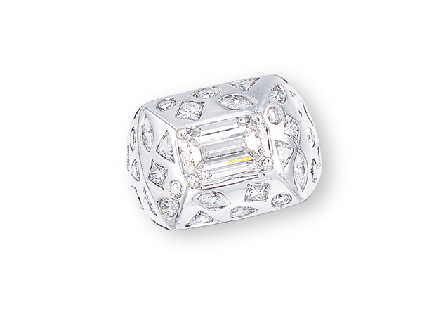 A DIAMOND 'KALEIDOSCOPE' RING, BY CHANEL