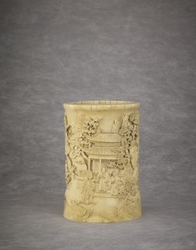 A FINELY CARVED IMPERIAL IVORY BRUSHPOT, BITONG