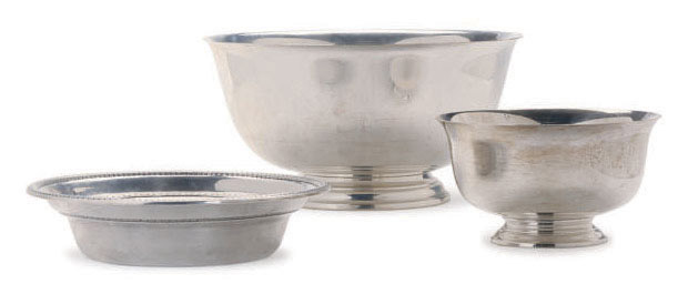 TWO AMERICAN SILVER REVERE BOWLS IN TWO SIZES,