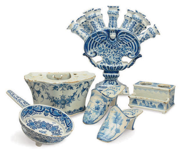 A GROUP OF CONTINENTAL BLUE AND WHITE FAIENCE,