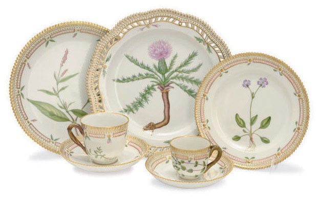 A GROUP OF ROYAL COPENHAGEN 'FLORA DANICA' DINNER WARES,