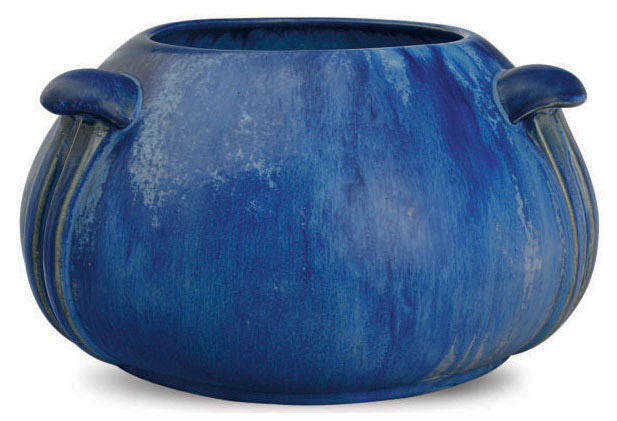 AN AMERICAN ARTS AND CRAFTS BLUE GLAZED POTTERY BOWL,