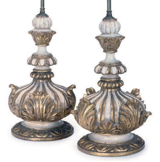A PAIR OF ITALIAN WHITE PAINTED AND PARCEL GILT TABLE LAMPS,