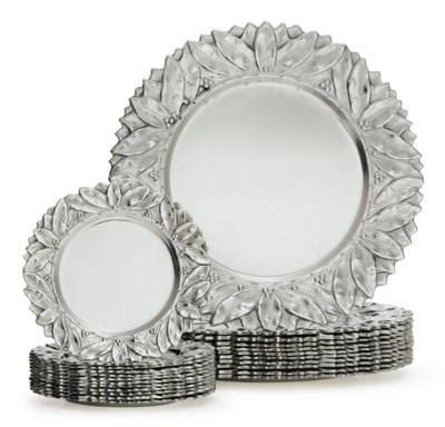 A SET OF ELEVEN SILVER DINNER