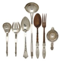 A GROUP OF AMERICAN SILVER ARTS AND CRAFTS-STYLE SERVING WARES,